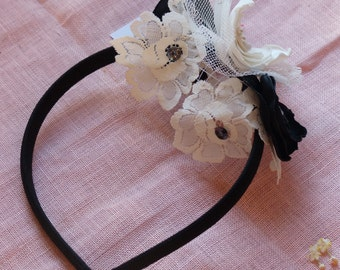 Monochrome vintage hair accessory fascinator