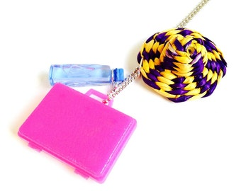 Necklace THE TOURIST -- Miniature suitcase, wicker hat and water bottle necklace, fuchsia pink by The Sausage