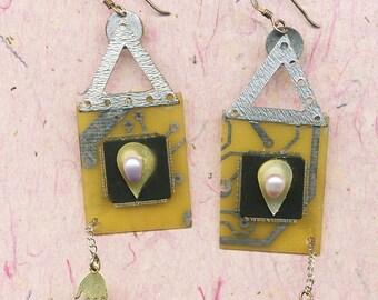 High 5 Cyber Chic dangling earrings