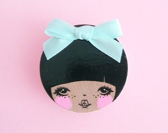 Dong Yi Doll Face Brooch