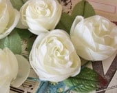 Vintage Millinery / Off White Roses / New Old Store Stock / Five Single Roses / Tipped Rose Leaves
