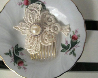 Metallic Hair Comb with Pearl/Rhinestone Button