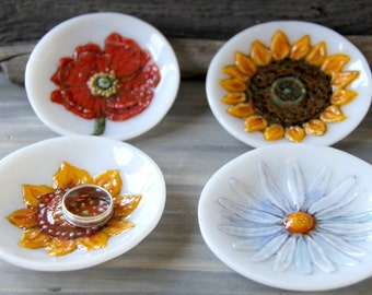 MADE TO ORDER, Little jewelry holder plate, fused glass art. Your choice of flower, Tea bag dish, Perfect personalized gift,