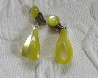 Lucite Earrings . yellow lucite earrings .  Dangling Yellow Lucite Earrings . Yellow Candy Earrings . Dangling Retro Earrings