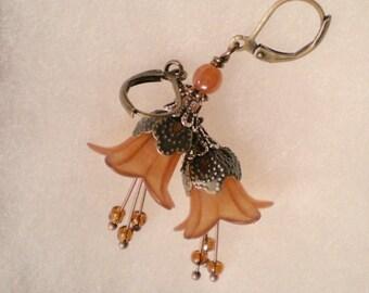 oO LIZA Oo orange lucite flower earrings