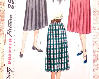 Vintage 1940s Womens Pleated Skirt Pattern - Simplicity 2131