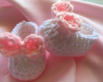 Crocheted Baby Booties, Baby Girl Booties, White Booties with Pink Bow, Newborn Baby Booties, Crochet Baby Shoes, Photo Prop Booties