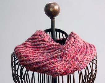 Woman's Winter Neck Warmer,  Hand Knit Cowl, Warm Chunky Infinity Scarf, Multicolor Red Scarf, Ready to Ship