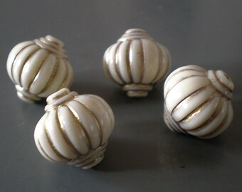 14mm Ivory Cream with Gold fluted Lantern acrylic beads 10pcs