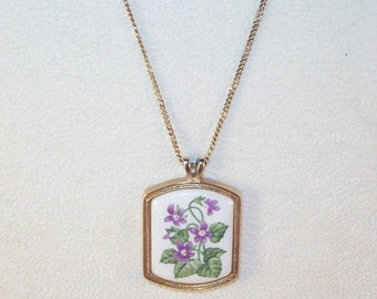 Avon Vintage Ceramic Pendant Necklace