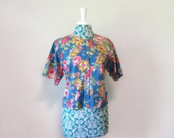 vintage floral blouse // pink and blue cotton shirt ROSE print 1980s 80s romance