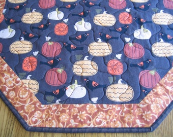 "Quilted Octagon Mat with Pumpkins and Birds - 22"" diameter"