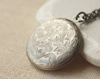 Antiqued silver Photo locket Pendant necklace etched silver Locket necklace keepsake vintage style round locket long chain locket plated N3
