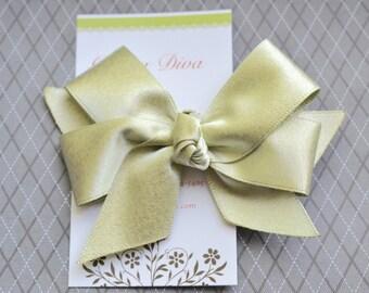 Light Gold Classic Diva Bow