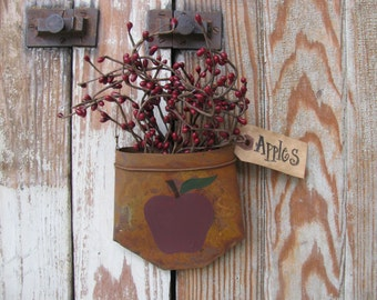 Country Primitive Apple Rusty Tin Hanging Pocket with Pip Berries GCC5233