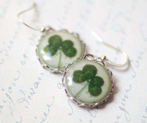 Four leaf clover earrings - St patrick leaf - Shamrock earrings - Saint patricks day - Green shamrock - Luck earrings (E056)