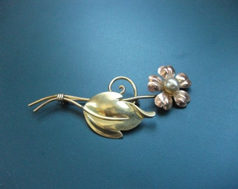 Vintage Signed Van Dell 1/20 12kt Rose Gold Fill Faux Pearl Flower Brooch Pin