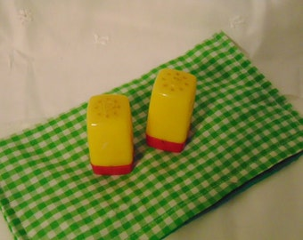 Plastic Salt Pepper Shakers ,Red Yellow Shakers, 1940S ,Salt & Pepper Shakers, Brannons Bowl Yellow Red 2 Inch Tall