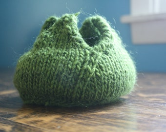 Hand Knitted Kiwi Green Alien Face Hugger Egg Phone Dock