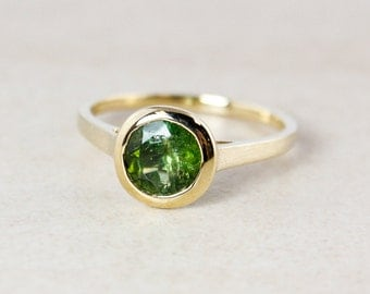 Emerald Green Tourmaline Ring - Round - 10KT Yellow Gold