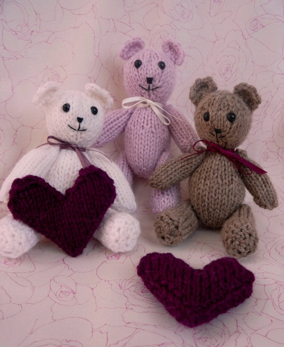 knitting pattern tiny valentine TEDDY BEAR with a heart