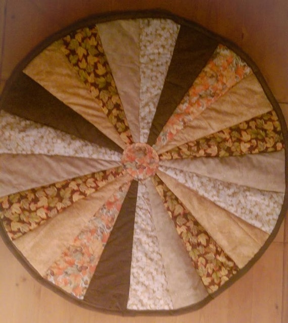 Round quilt table topper by thewildthread on etsy for Round table runner quilt pattern