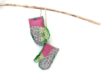 Pine cinnamon sachets, winter sachet mittens, pine sachets, hanging mittens ornament, holiday mittens, tree decoration