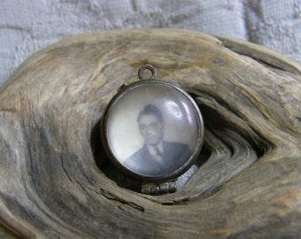 Vintage plastic bubble locket with 2 photos