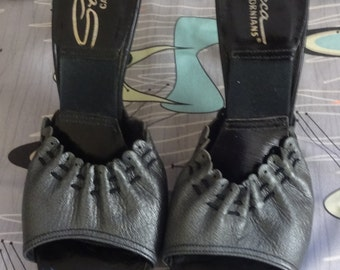 1950s 50s Mules Springolators Spring-o-lator shoes black and Gray heels ruching design sandals