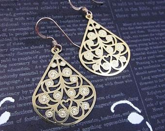 Gold Tear Drop Earrings -- Shiny Gold Earrings -- Everyday Teardrop Earrings -- Laser Cut Gold Earrings -- Gold Filigree Teardrop Earrings