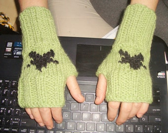 Knit Fingerless Gloves in Green with Black Star Knitted mens fingerless gloves womens fingerless gloves