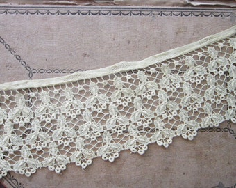 vintage lace trim - 3.75 inches wide x 22 inches long - e17