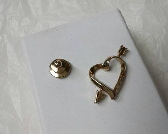 Avon  Love struck Pin back Gold tone Mint Condition