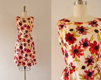 1950s Popping Daisies spring floral sweetheart dress / 50s tea party