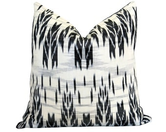 LIMITED 006 - Guatemalan Pillow Cover - Ikat Pillow - Black and White Pillow - Woven in Guatemala - Boho Pillow - Decorative Pillow