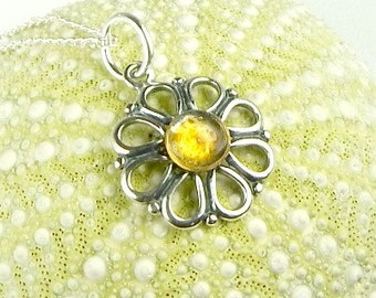 Handmade GENUINE Sea Glass Jewelry Silver Flower Necklace In Resin And Yellow Sea Glass Pendant