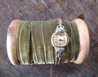 Vintage 1950's Bulova Swiss Treasure Mates Gold Diamond Watch
