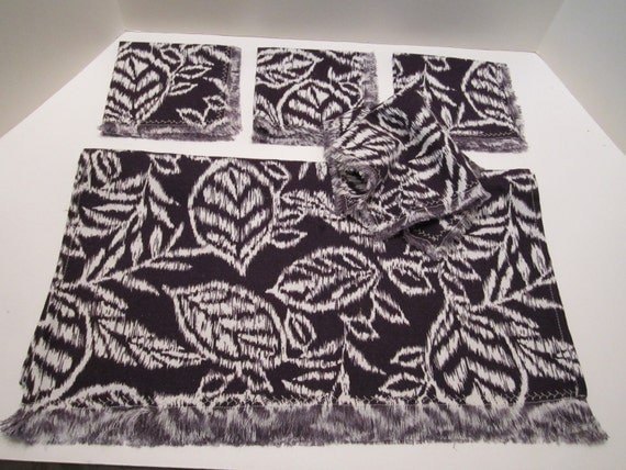 Table Runner and 4 Napkins - Tea Towel and Napkins - Leaf Design of Navy White - New Handmade