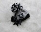Oakland Raiders Baby GIRL Hat. Raiders Baby Girl, Raiders newborn outfit, Bow Raiders Hat, Raiders Knit Baby Hat, Raiders Baby, Prop