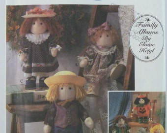 12 inch Felt Doll and Clothes UNCUT Simplicity Pattern 8763 Elaine Heigl Vintage
