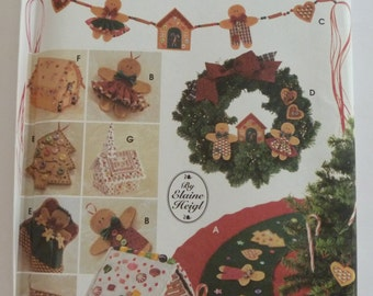 UNCUT Simplicity Crafts 9768 Tree Topper, Ornaments, Tree Skirt, Swag, Wreath,House and Church Christmas Holidays