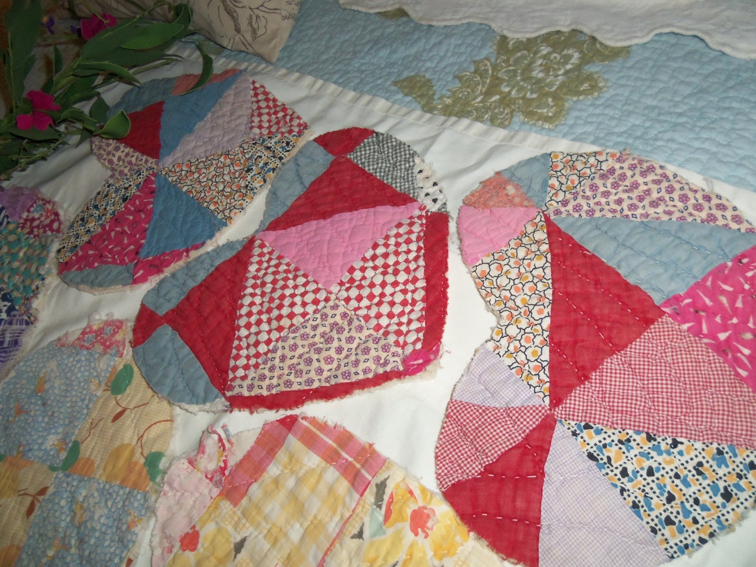 Vintage quilt 11 large heart shapes cotton by thesunflowercottage