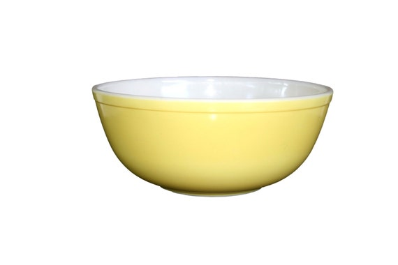 Vintage Pyrex 304 Large Yellow Mixing Bowl from the Nesting
