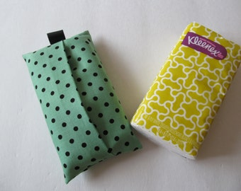 Tissue Case/Black Dot On Green