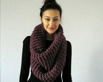 Chunky knit Infinity Scarf. loop scarf. chunky cowl. chunky knit winter scarf // The Barrow - FIG
