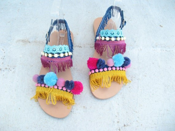 SALE !Boho Sandals/Leather Strap Sandals/Womens boho shoes /Sandales grecques sandales femme pom pons