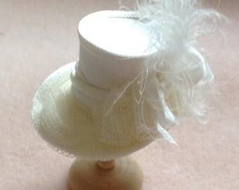 Pretty 1/12 scale handmade dollhouse miniature  ivory hat