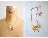 darling 30s brass bow necklace / Art Deco - 20s flapper / 1930s - vintage jewelry