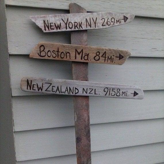distance de signes sur bois flott panneau routier par