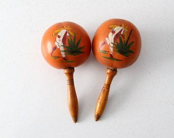 FREE SHIP Mexican maracas, vintage painted maracas, wood maracas pair
